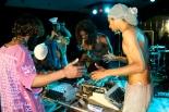 Grupo Omni-Zona Franca, Aguanta un momento, se me quema el instrumento / Wait a moment, my instrument is burning. 2006.